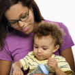 Мать кормления ребенка — Стоковое фото