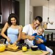 rodina v kuchyni — Stock fotografie