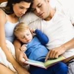 rodinné čtení — Stock fotografie