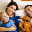 Foto Stock: Family in bed.