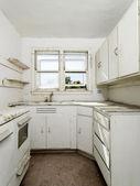 Cocina vacía sucia. — Foto de Stock