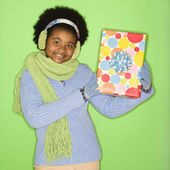 Dívka s dárek. — Stock fotografie