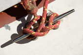 Rope tied on boat. — Stock fotografie