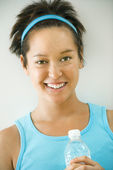 Smiling young fitness woman — Stock Photo
