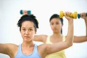 Women lifting hand weights — Stok fotoğraf