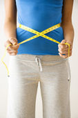 Measuring waist — Stock Photo