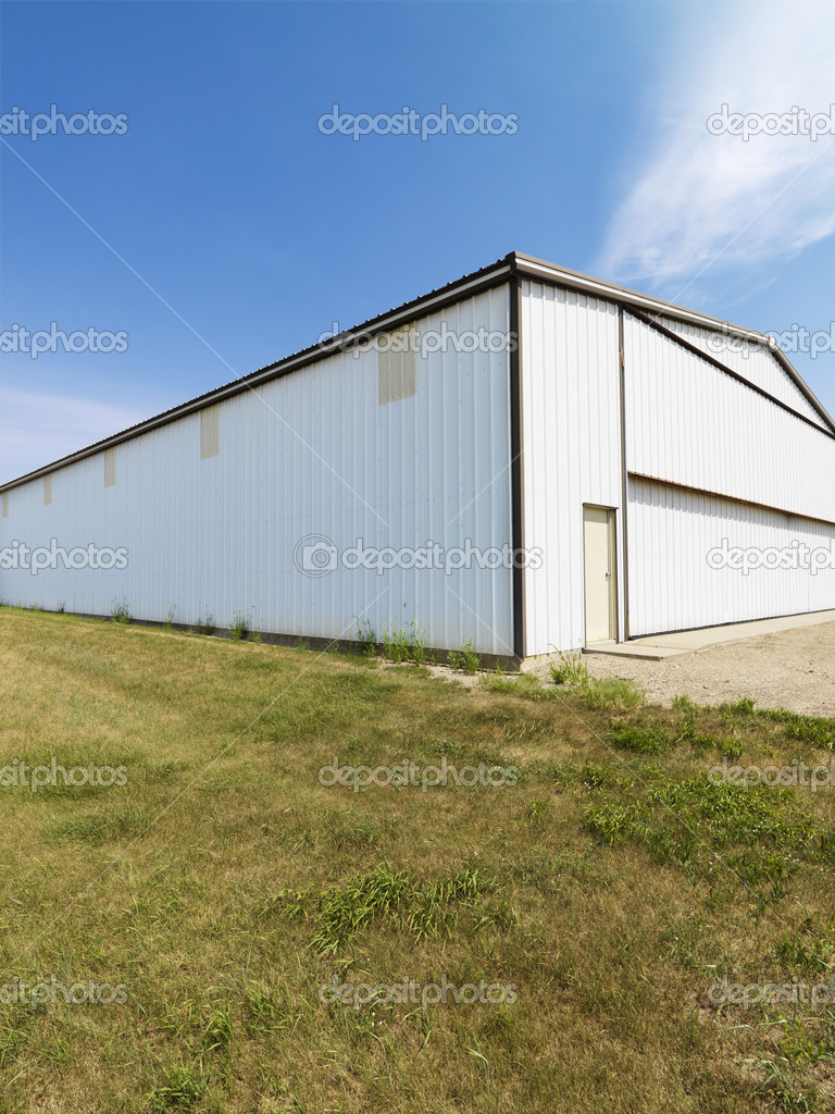 Plain large aluminum building in rural setting. — Stock Photo #9304960