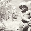 Foto Stock: Infrared cherub statue at graveyard.