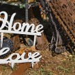 "Metal words ""Home"" and Love"" — Stock fotografie"