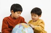 Boys looking at globe — Stock Photo