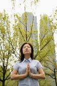 Woman doing yoga outdoors — Stock Photo
