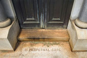 Steps at mausoleum entrance — Stock Photo