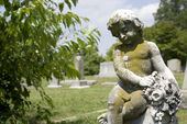 Cherub statue at graveyard. — Stock Photo