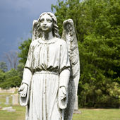 Guardian angel statue in graveyard. — Stock Photo