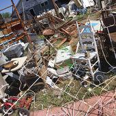 Messy junk in junkyard. — Stock Photo