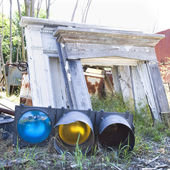 Stoplight with other junk in junkyard. — Stock Photo