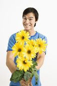 Smiling man holding bouquet. — Stock Photo