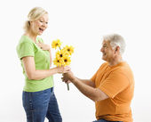Man giving woman bouquet. — Stock Photo