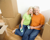 Man and woman with moving boxes. — Stock Photo