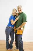 Homme et femme avec outils. — Photo
