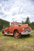 старый огонь грузовик. — Стоковое фото