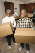 Senior Couple With Moving Boxes — Stock Photo