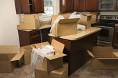 Moving boxes in kitchen. — Stockfoto