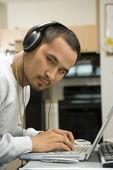 Man using laptop. — Stock Photo