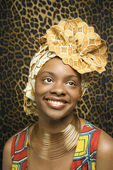 Smiling Young African American Woman in Traditional African Dress — Stok fotoğraf
