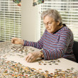 Elderly Woman Doing Jig Saw Puzzle - Stockfoto
