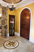 Přední dveře a foyer luxusní dům — Stock fotografie