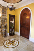 μπροστινή πόρτα και το φουαγιέ του σπίτι πολυτελείας — Φωτογραφία Αρχείου