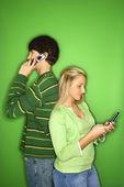Boy and girl on cellphones. — Fotografia Stock