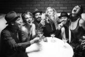 Retro groep bij nightclub. — Stockfoto