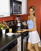 Attractive Young Woman in Kitchen Cooking Breakfast — Fotografia Stock