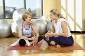 Women Sitting and Socializing at Gym — Stock Photo