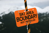 Ski trail boundary sign. — Stockfoto