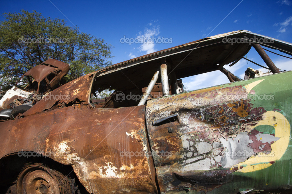 Old abandoned and rusted car. — Stock Photo #9363634