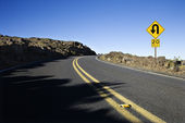 Road with sharp curve sign. — 图库照片