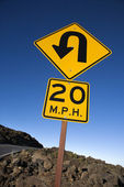 Road curve and speed limit sign. — Stock Photo