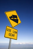 Steep grade truck sign. — Stock Photo