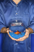 Man holding goldfish in bowl. — Stock Photo