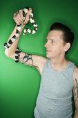 カリフォルニア州キングヘビ属を持って男. — ストック写真