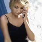 kobieta na telefon komórkowy — Zdjęcie stockowe