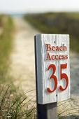 Beach access sign. — Stock Photo
