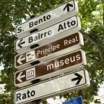 riktnings- och övergångsställe tecken i Lissabon — Stockfoto