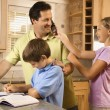 Family in Kitchen — Stockfoto