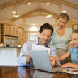 Family paying bills on computer. — Foto Stock
