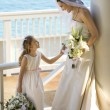 Bride and flowergirl. — Stockfoto