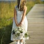 Цветок девушка на дощатый — Стоковое фото